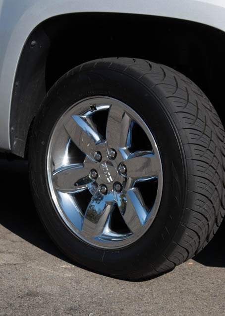 2012 chrysler town and country tire size
